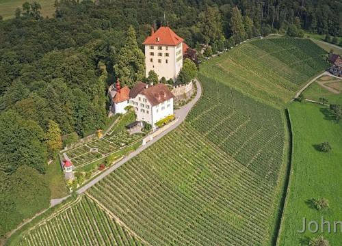 Schloss Heidegg mit Weinkellerei