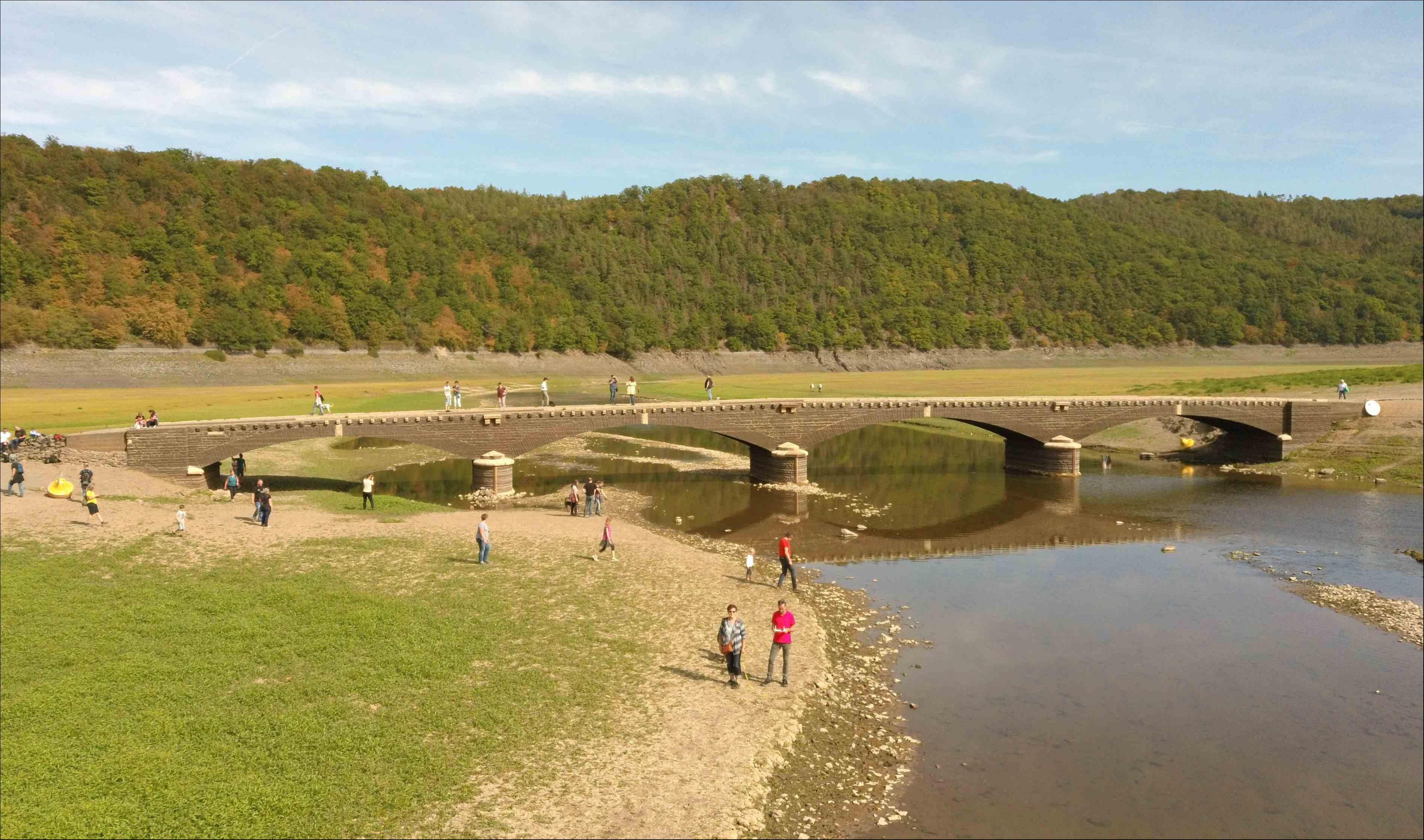 Brücke im Edersee